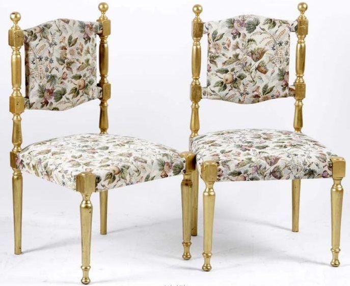 Online veilinghuis Catawiki: Twee goud beschilderde stoeltjes met gebloemde stof