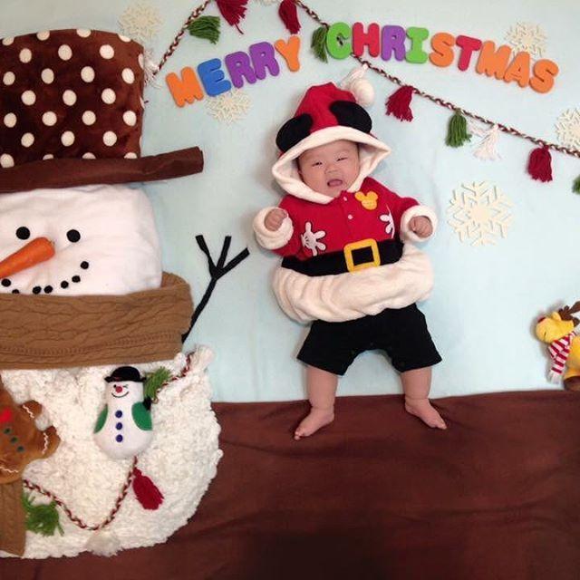 赤ちゃんだった時はよく  寝相アート撮ってたなぁ❤️  1年であっという間に成長するから、寝相アート見てると楽しい⭐️  ・  ・  ・  #daksクリスマスジャンパーデー #ヒュッゲなクリスマス #三笠書房 #yamadaでクリスマス #マイブルークリスマス #ブルーリア #オハナスタイル30000 #ハニーチェと甘いクリスマス #クリスマス #マイブルークリスマス #ブルーリア #クリスマスとレグザ #サムシングレッド #plaza #いいえがおの日 #親ばかグランプリ #クリスマスとレグザ