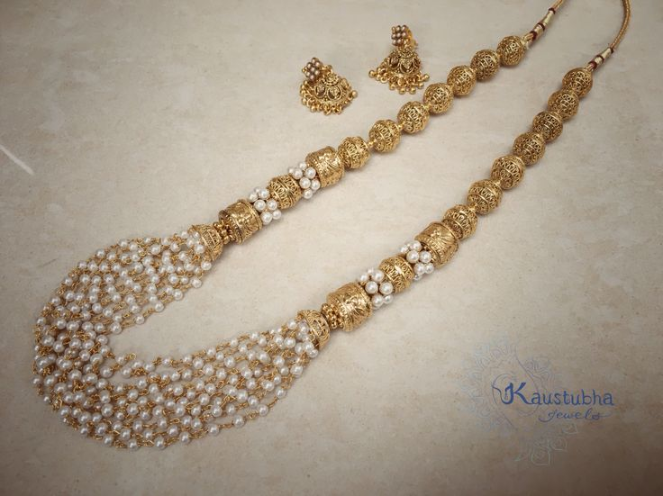 Simple yet so elegant and eye catching! A beautiful, delicate necklace with rice pearls and antique gold baubles. A piece that would compliment any outfit perfectly. With matching petite jhumkas to give that traditional touch.