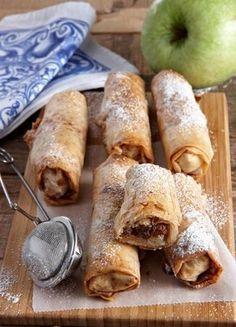 Μπουρεκάκια με μήλα και χαλβά νηστίσιμα