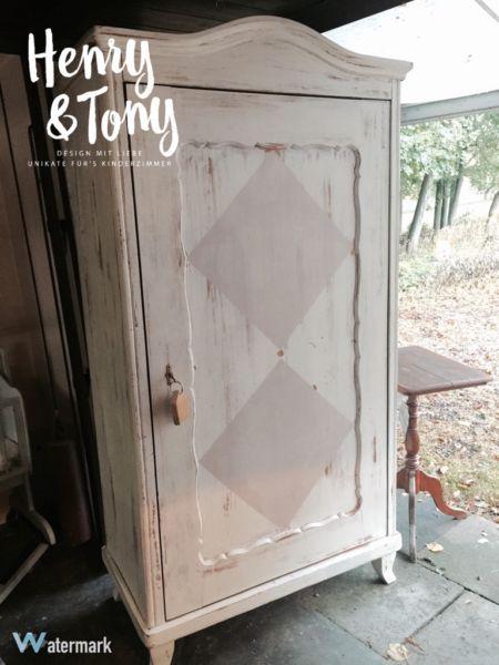Henry & Tony - Schrank antik, shabby chic, weiß französischer Stil Momentan ist die Rückwand noch...,Henry & Tony - Schrank antik, shabby chic, weiß französisch in Schleswig-Holstein - Oersdorf bei Neumünster