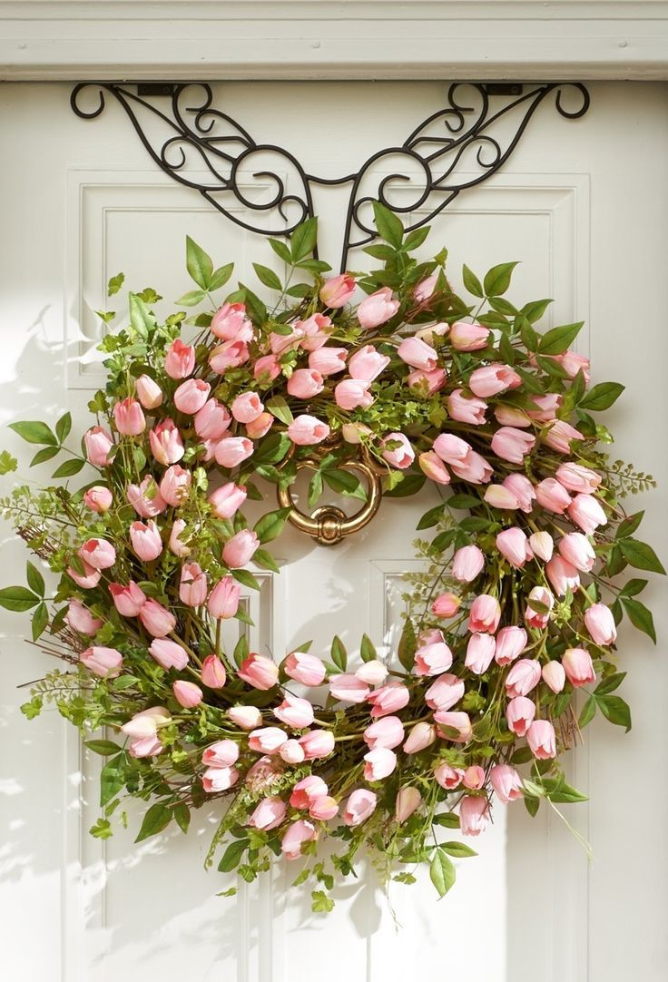 Ana Rosa I found the wreath hanger on…