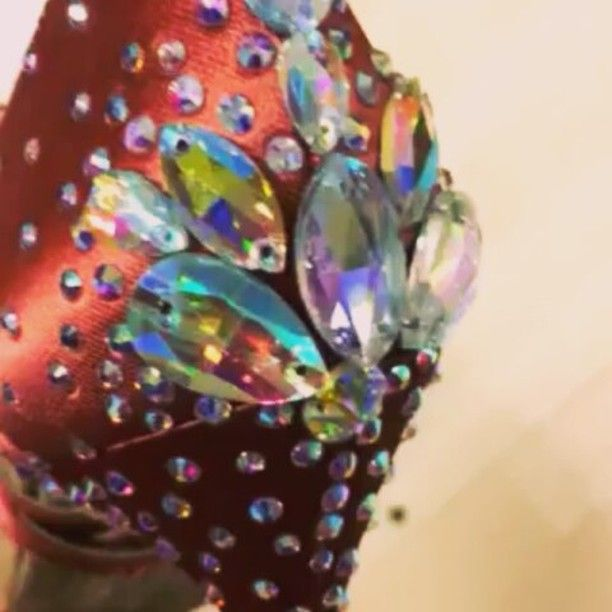 Bellissime 😍😍😍 Chi non le vorrebbe!? #unavitaperladanza #dancesportshoes #danceshoes #Swarovski #strass #shoes #latinshoes #ballroomshoes #decorazioni #instadance #atelier #scarpedaballo #swarovskielements #swarovskishoes #danza #ballo #articolidaballo #lukryfashion #marcoswan