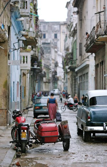 Take me for a ride... i'll go in the sidecar! Habana, Cuba