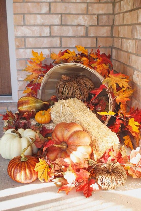 Barrel with straw, pumpkins, gourds & leaves - 41 Cozy Thanksgiving Porch Décor Ideas | DigsDigs