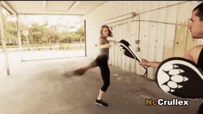 FITNESS Online!, Self defense: High kicks.
