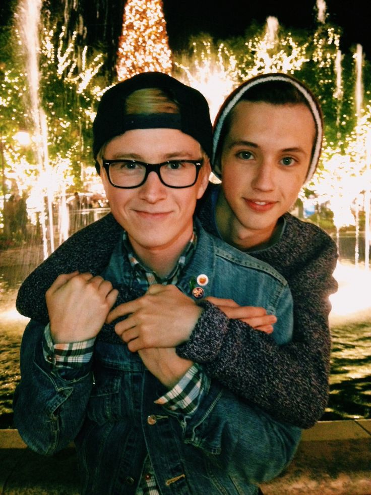 Tyler Oakley and Troye Sivan! Does anyone else ship Troyler? CAN WE JUST TALK ABOUT THIS. DEAD.I SHIP THIS SO MUCH I HURT