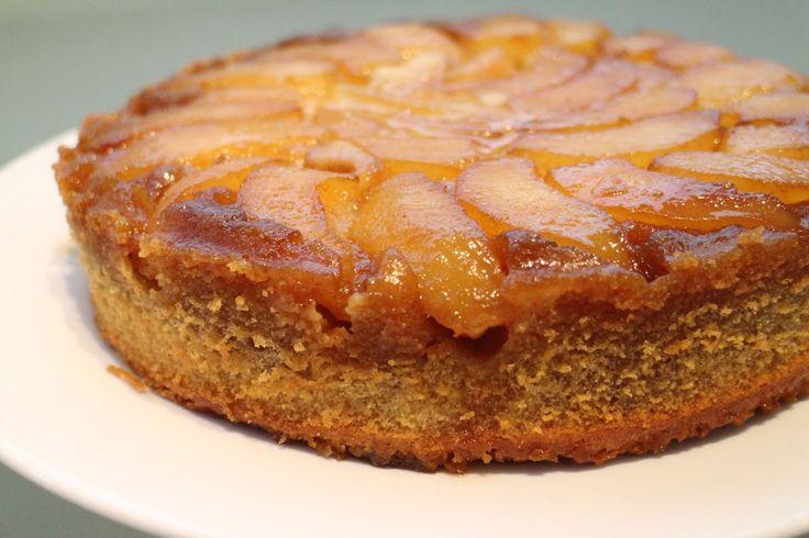 Peer Amandeltaart recept, een gemakkelijk en snel te bereiden taart met een mooie structuur en smaak door de gemalen amandelen, vanille, karamel en de room