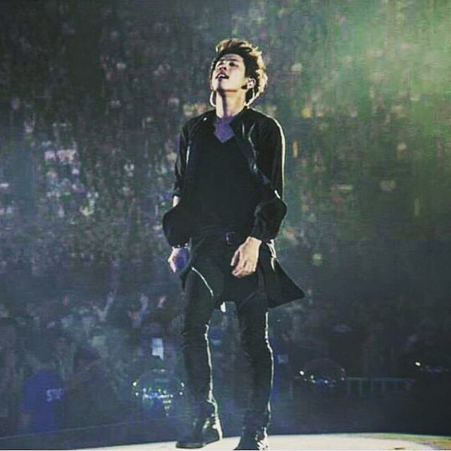 Feeling the moment✨ #taka #10969 #10969taka #oor #oneokrock #oneokrockworld #takalove #takalovers #oneokrockmember #oormember #adorable #live #show #concert #rock #oneokrocklive #oorlive #yokohama #yokohamastadium #yokohamalive #yokohamastadiumlive