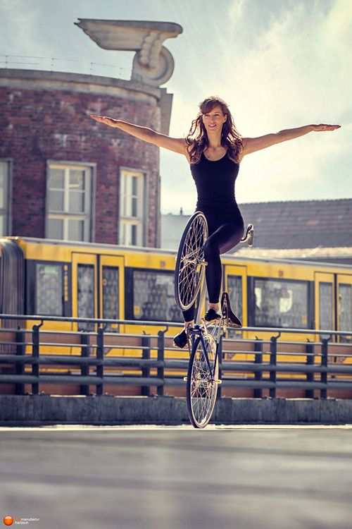 Artistic Cycling. Bicycles Love Girls. http://bicycleslovegirls.tumblr.com/