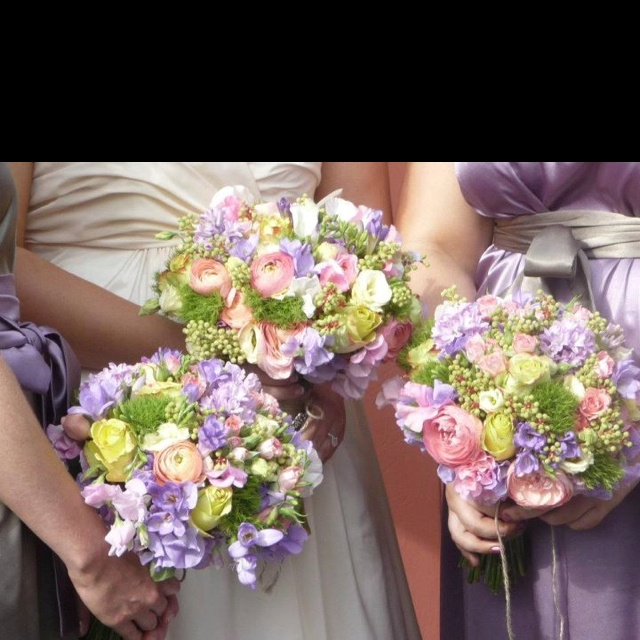 Wedding bouquets - would love the purple to be pastel yellow and pink