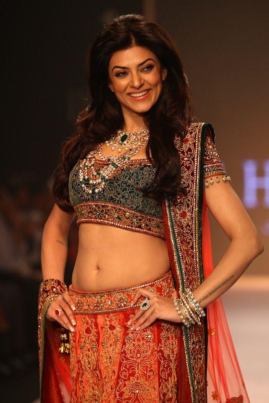 Bollywood at India International Jewelry Week 2013 (iijw)