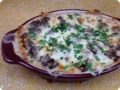 """Mushroom Lasagna  (lightened up from """"Cooking Light"""" mag)    original recipe yielded 6 svgs at 10 PPV each    This version:  Serves 4 at 9 PPV each   (i.e. more food -- bigger portion -- for less points!)"""