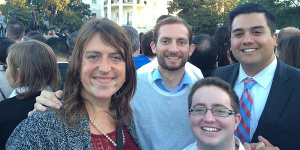 Je partage sur FacebookLe voyage apostolique du Pape François aux États-Unis en vue de la rencontre mondiale des familles à Philadelphie a été l'occasion pour la Maison-Blanche de juxtaposer l'Église catholique et le lobby LGBT (lesbiens, gays, bisexuels et transgenres) dont des représentants, ainsi qu'une religieuse partisane de l'ObamaCare, ont été invités à la réception ...