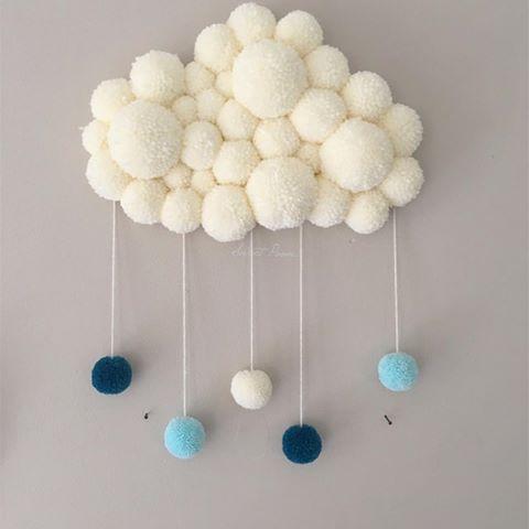 Petit PoomCloud de rigueur aujourd'hui avec ce vilain temps • • • #babysroom #kidsroom #homedecor #decochambre #chambreenfant #babyboy #pompon #nuage #nuagepompon #poomcloud #cloud #reve #dream #douceur #sweet #sweetpoom #creation #faitmain #handmade #madeinfrance #cadeau #naissance