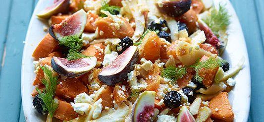Delhaize - Salade van zoete aardappel, venkel, vijgen, zwarte olijven, feta, sinaasappel en dille