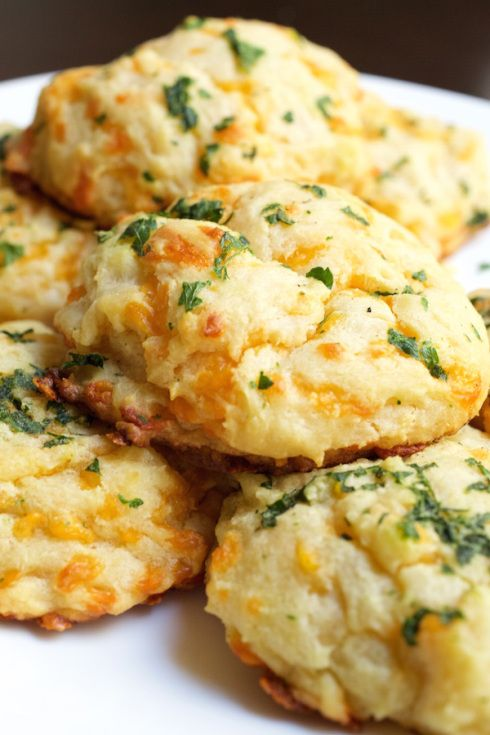 These Cheddar Bay biscuits are light, fluffy, garlicky, and cheesy. What more could you ask for? Easy to make bread.