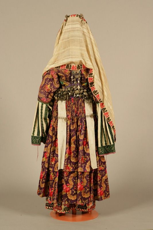Chrysomándilo costume from Astypalaia, Dodecanese Circa 1870 ©Peloponnesian Folklore Foundation, Nafplion, Greece This bridal and festive costume of Astypalaia, the chrysomándilo, belonged to the...