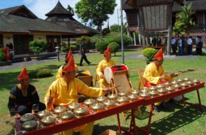 Talempong Alat Musik Tradisional Khas Minangkabau Musik Tradisional Musik Indonesia