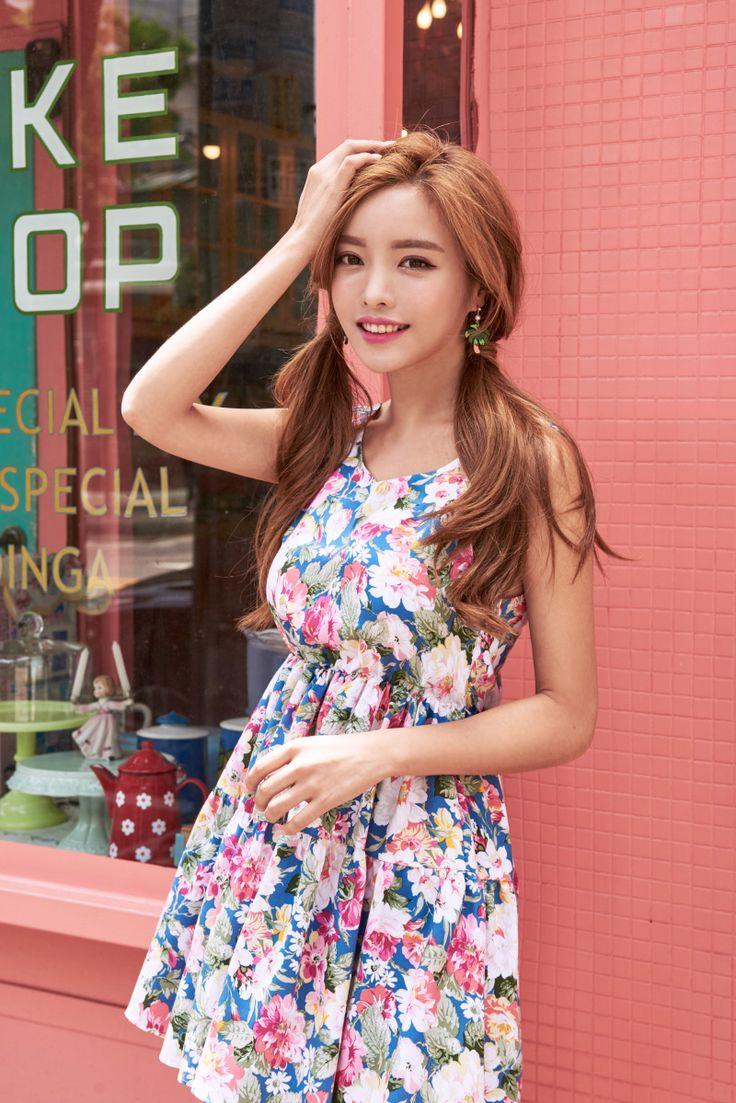 Lace-Up Back Floral Mini Dress CHLO.D.MANON | #floral #dress #cute #sweet #feminine #koreanfashion #kstyle #kfashion #seoul #datelook #summertrend
