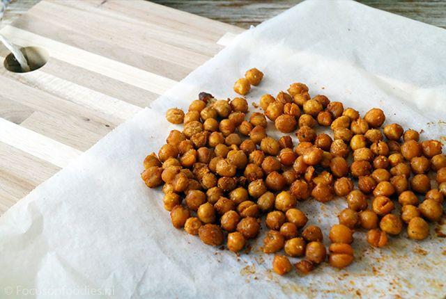 Er gaat niets boven een snack die behalve lekker ook super gezond is. Deze geroosterde kikkererwten heb je zo gemaakt en smaken fantastisch. Bekijk recept >