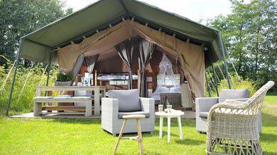 Camping Ettelbruck - Luxemburg  Luxe en toch kamperen.... de hele dag buiten...... De safaritenten kunt u ook op hotelbassis huren dwz met ontbijt of halfpension en opgemaakte bedden. Zelf een romatische champagne arrangement is mogelijk.