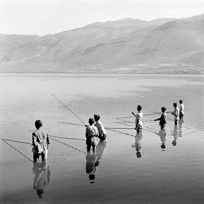 Ψάρεμα με καλάμια στη Λίμνη Iωάννινα, 1937-1938 Φωτ. Σπύρος Μελετζής Αρχείο Σ. Μελετζή