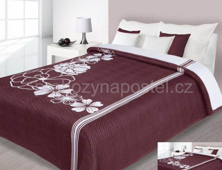 Vínové oboustranné přehozy na postel vzor květ