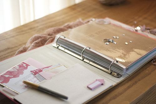 DIY wedding binder plus lots of tips and links to printouts