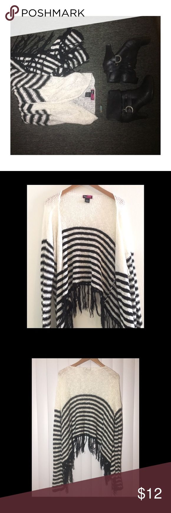 💕Super cute fringed cardigan!! Previously used ladies' cardigan, sweater material. Very lightweight. Pearl white & black in color. Size Lg. Slight get pilling of sweater material inside, not even noticeable but you can easily pull off the tiny fuzzies since there's so few. The fringe has a little bit of tangling as with most fringe that's been washed. Feel free to ask questions!! 💕💕This is SO adorable with a cami & long necklace. Add booties and your favorite hat 🎩 & you're ready to show…