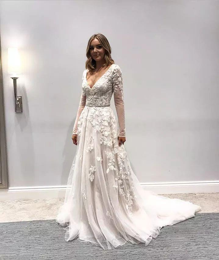 David S Bridal Uk On Instagram This Captivating Long Sleeve Wedding Dress Catches Th Long Sleeve Wedding Dress Lace Wedding Dresses Wedding Dress Long Sleeve