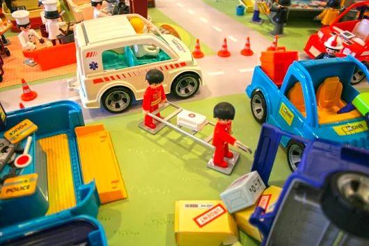Modely retro aut i hračky ze sbírek muzea