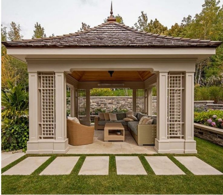 Pretty Gazebo Roof in Garden