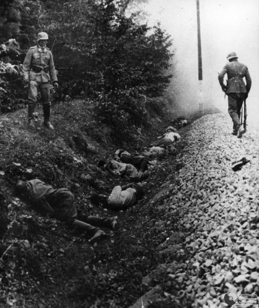 ROZSTRZELANIE OK. 300POLSKICH JENCOW PRZEZ ZOLNIERZY NIEMIECKIEGO 15 PULKU ZMOTORYZOWANEGO. CIEPIELOW, 9 09 1939. ADM