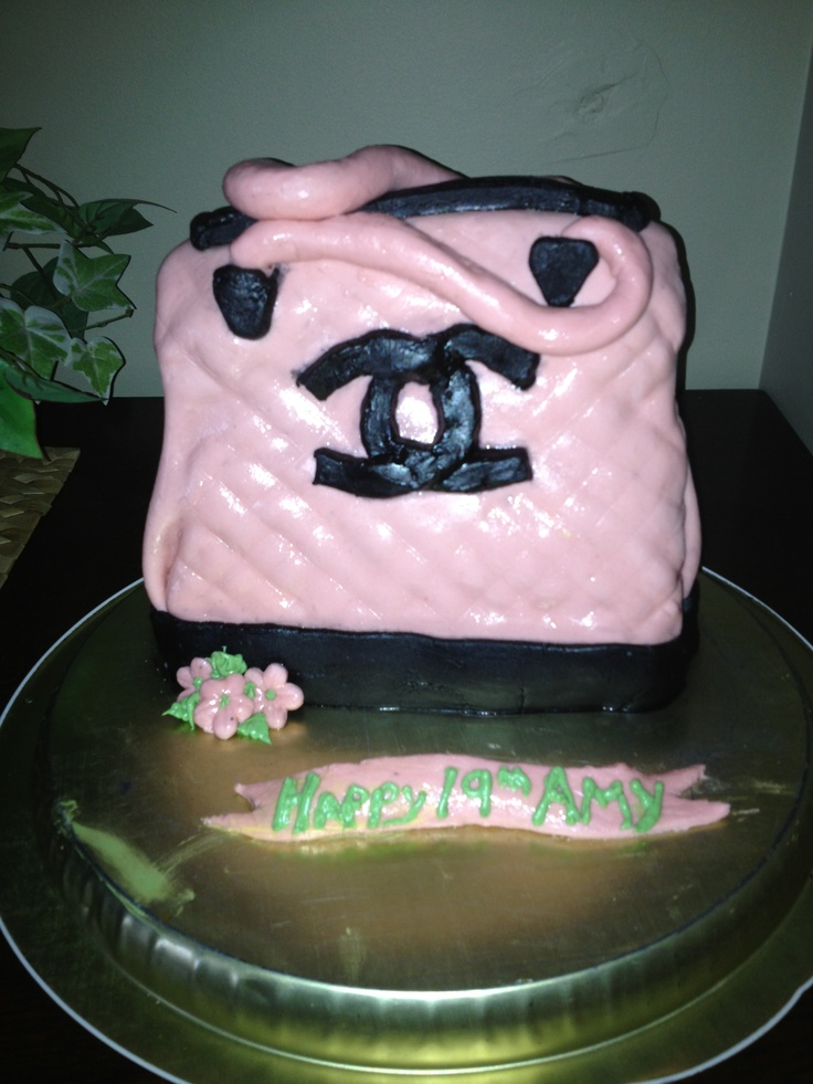 Cake for a lovely ladies 19 th birthday.... So much fun.... Not yet professional.