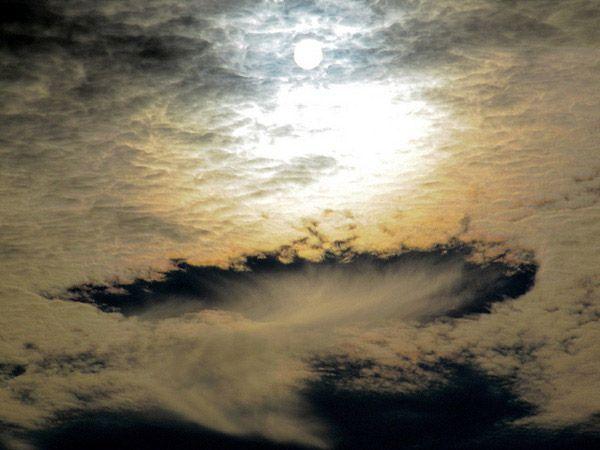 Stunning, unusual cloud formation: Cloud Formations, Fallstreak Hole, Beautiful Cloud, Unique Clouds, Astonish Cloud, Cloud Photos, Punch Cloud, Unusual Cloud, Amazing Photos