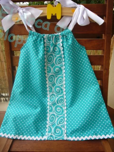 Pillow case dress. I should be able to make this...