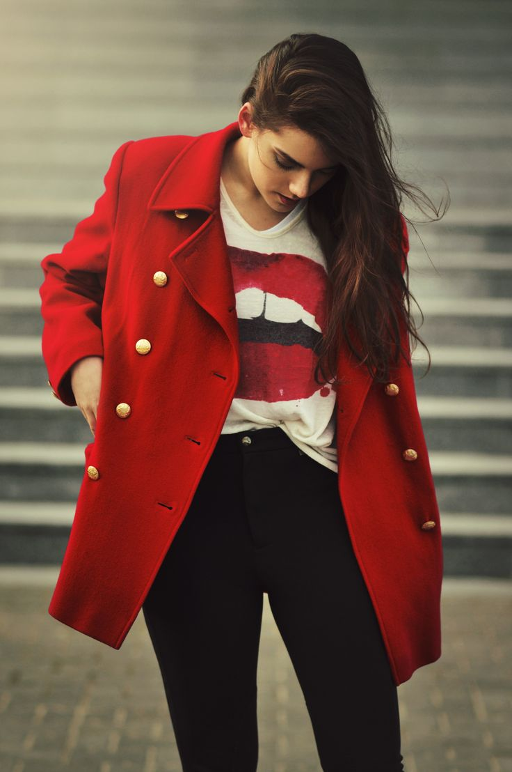 Red coat and black pants. Blouse with red lips and messy hair as well. More on VANILLAMADNESS.com