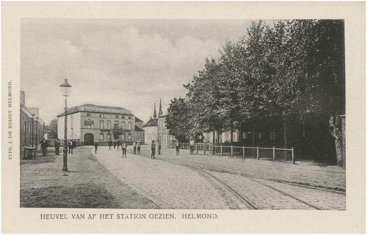 Helmond, Binnenstad,  Weg op den Heuvel, gezien vanaf het Stationsplein met centraal op de foto Hotel de Bruxelles. Vanaf het hotel naar links loopt de 1e Groenstraat Reijdt, J. de (uitgever) 1895 - 1905