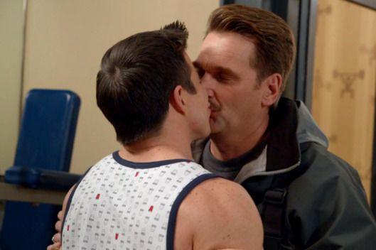 "The CW's Crazy Ex-Girlfriend Fights Bisexual Erasure with ""Gettin' Bi"""