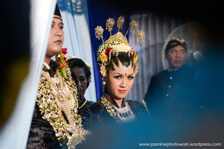 #weddingcandid #weddingphotography at #yogyakarta by Jasmine Photowork | Contact: +62 878 3902 4507 / +62 878 6001 9495 / BBM 747274E1 | Email: jasminephotowork@gmail.com | Website: www.jasminephotowork.wordpress.com | Twitter: @JustMine_wedd | Instagram: jasminephotowork |  #jogjaweddingphotography #javanesewedding #weddingphotos #javaneseweddingphotos #weddingday #weddingceremony #jakartaweddingphotographer #indonesiaweddingphotographer