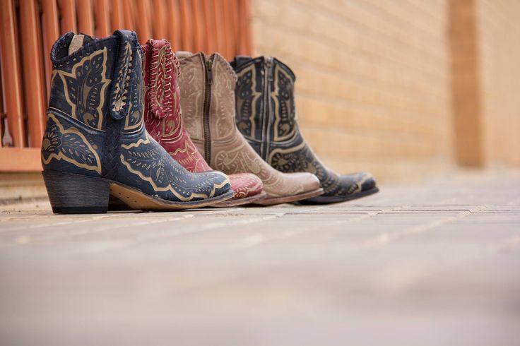 Los mejores diseños de botas para esta primavera te están esperando: https://www.noelwesternboots.com/botas-camperas-mujer  #country, countrymusic line dance, spring look boot boots streetwear