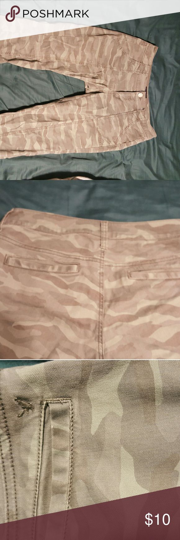American Eagle camouflage skinny jeans American Eagle cargo camo skinny jeans size 4 American Eagle Outfitters Pants Skinny