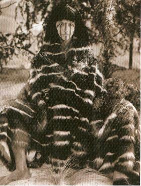 """""""Yikwa ni Selk'nam"""" ó """"Nosotros somos los Selk'nam"""" es el documental de Christian Aylwin que se estará presentando en la librería de Le Monde Diplomatique. El documental presenta de manera muy fina y bien hilada la narración de los mitos que explican el origen del pueblo Selk'nam, el nacimiento del lenguaje, las transformaciones de la …"""