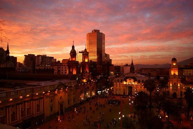 Atardecer en Santiago de Chile, foto sacada de Internet. Agradezco al fotógrafo que la tomo.