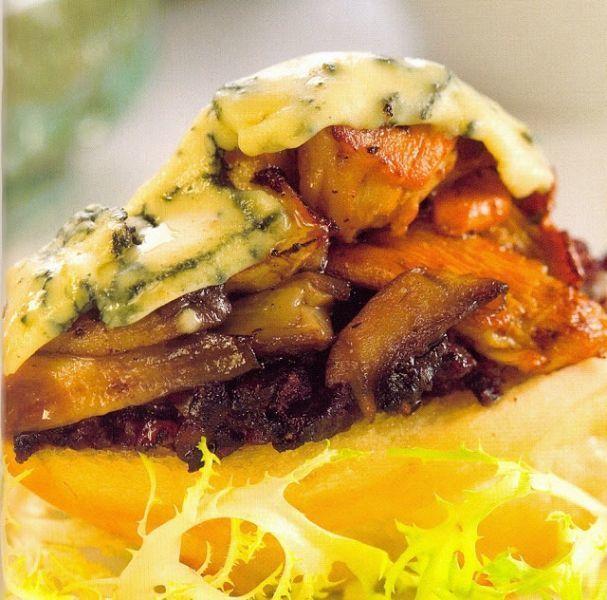 Montado de morcilla de burgos con setas de cardo y queso azul, Receta Petitchef