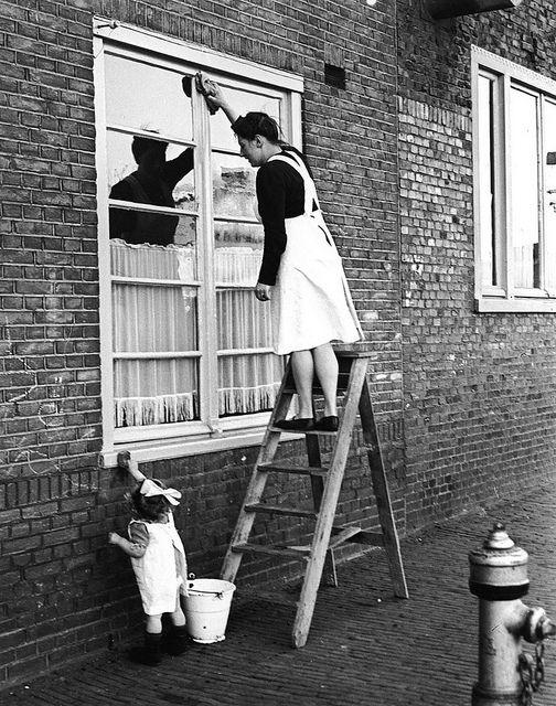 The Dutch are pretty fastidious about keeping their windows clean.  (Ramen lappen)