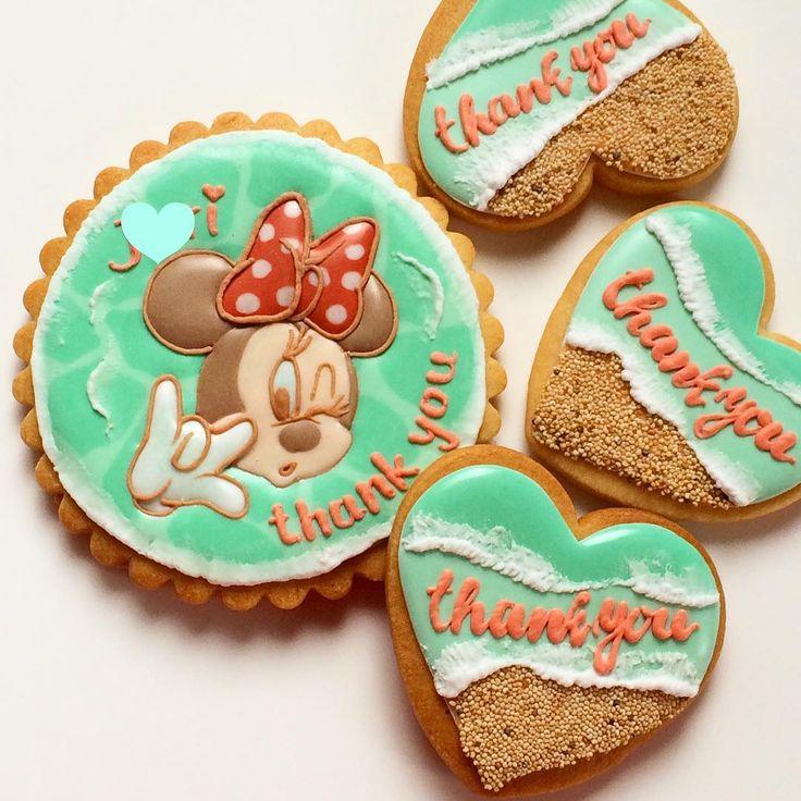 プチギフト その④ ミニーちゃん❤️ #icingcookies#decoratedcookies#decoratedsugarcookies#アイシングクッキー#instagood#instafood#instasweet#foodpic#handmade#weddinggift#thankyougift#thankyou#oceans##sea#プチギフト#happywedding#席札#minniemouse#Hawaii#summer 名前を入れれば席札替わりに�� その方にあった柄を入れるオーダーでした�� その中の1つの #minnie#❤️#disney  #離島ウェディング や #海外ウェディング にもぴったり  #リゾ婚#オーダー#オーダーメイド#ありがとうございました#�� http://gelinshop.com/ipost/1514834330793629666/?code=BUFxcxEhVfi