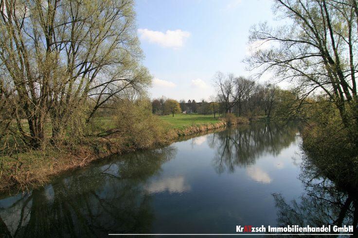 Leine & Döhrener Maschpark - Wasser übt immer eine besondere Anziehung aus. An seinen Ufern sind unsere Gedanken sofort frei und uns überkommt eine besondere Ruhe. Für alle aktiven ist die Leine der Richtige Ort zum Rudern, Paddeln, Baden oder Angeln.