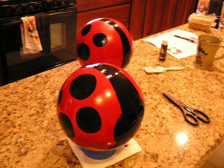 Making ladybugs for the yard our of bowling balls. Bowling ball yard art.
